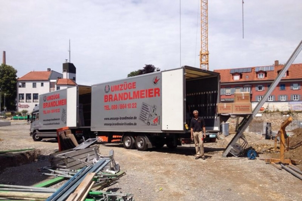 starke-umzugsflotte-brandlmeier9D4B4667-05AA-6756-B3D8-B82DC2EF2491.png